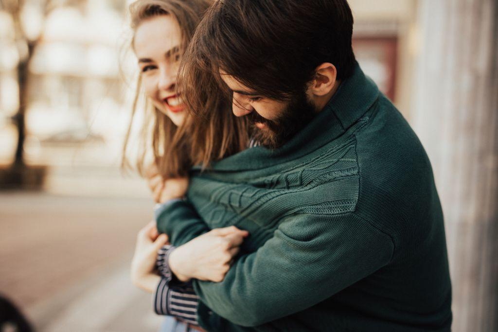 coppia felice inverno