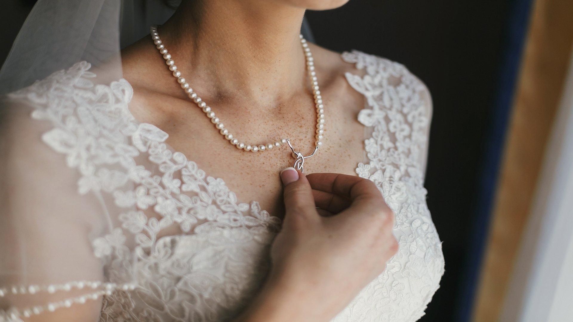 I gioielli della sposa: 4 da indossare e 4 da evitare